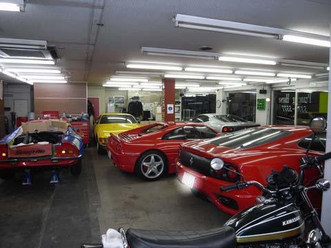 ショールームにフェラーリが集まりました。