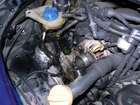 本日はポルシェ996の水漏れの修理です。