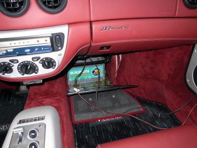本日はフェラーリF360モデナのバッテリーの充電です。