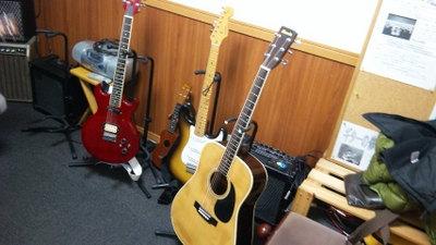 ギター始めました。