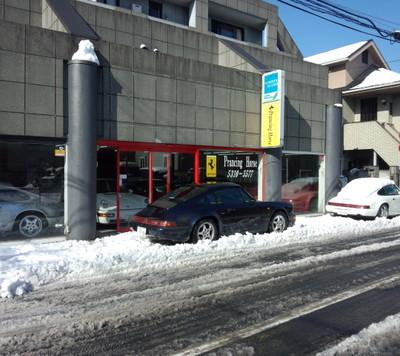 今日は朝から雪かきでした。